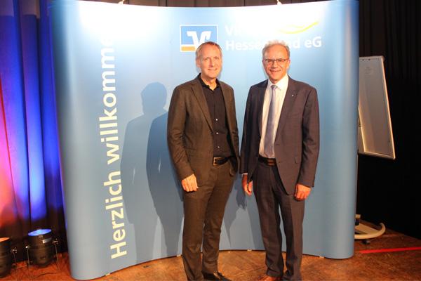 Vorstandsvorsitzender Helmut Euler begrüßt Prof. Dr. Hans-Dieter Hermann...