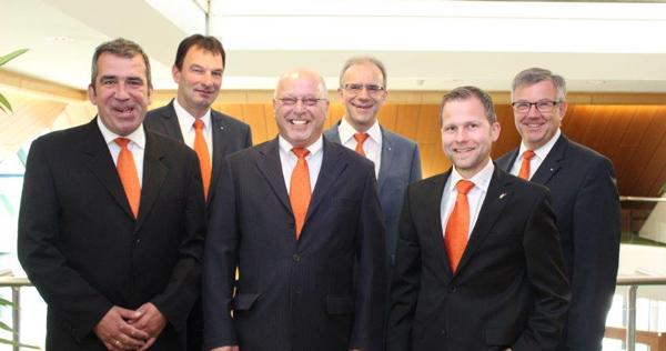Zum Jubilaum In Den Ruhestand Vr Bank Hessenland Eg