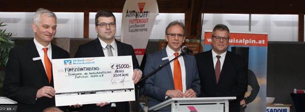 Spendenübergabe Durch Die Vr Bank Hessenland Eg Vr Bank Hessenland Eg
