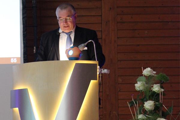 Aufsichtsratsvorsitzender Dr. Arno Wettlaufer während seines Vortrages